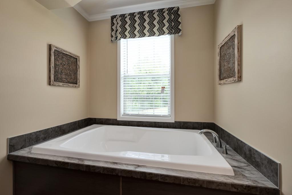 Andrew Master Bath Tub